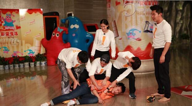 第一季《奔跑吧兄弟》第13期:跑男齐寻内奸被秒杀 李晨被扒裤子露碎花内裤