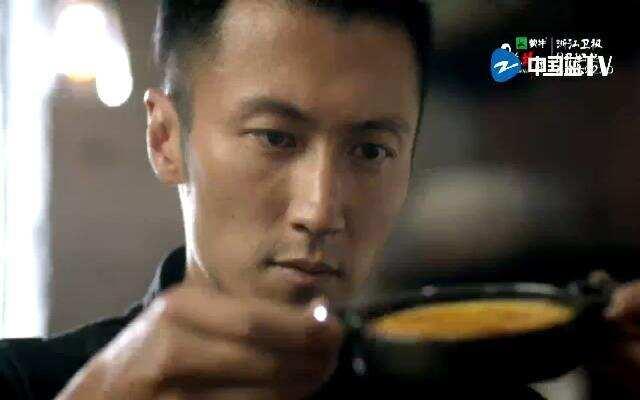 《十二道锋味》曝光主厨谢霆锋顶级宣传片