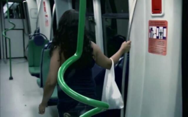 丧尸侵袭,这样的地铁你还敢坐吗?
