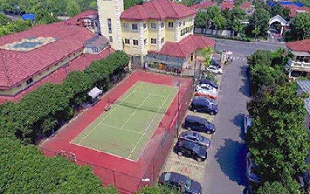 """带私家网球场的""""迈阿密""""壕别墅"""