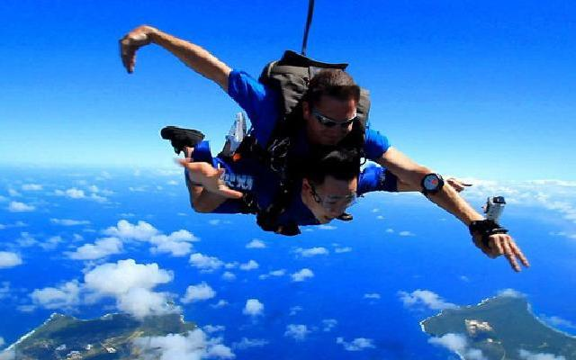 感受自由:高空跳伞集锦