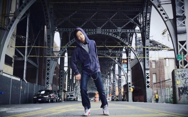 13岁正太桥底马路帅气舞蹈