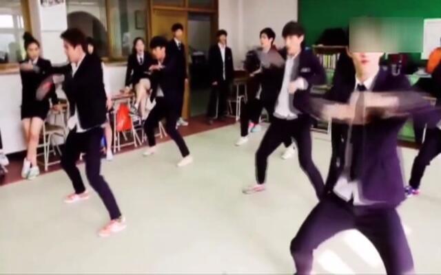 韩国跆拳道虎队大跳EXO歌曲《中毒》团体舞