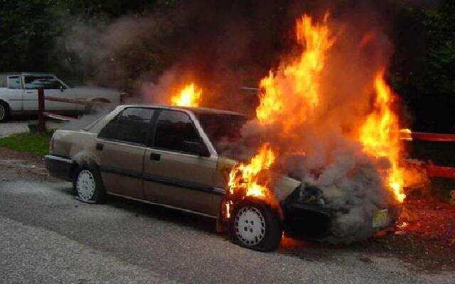 """1818在路上:十万""""火""""急 汽车起火要爆炸!"""