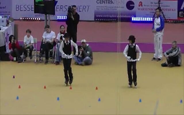 看呆了!中国孩子滑轮技术震惊全场