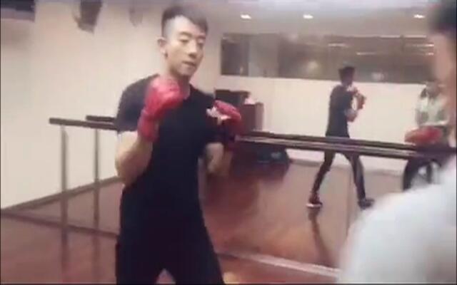 郑恺帅气拳击,运动的男生不要太帅!