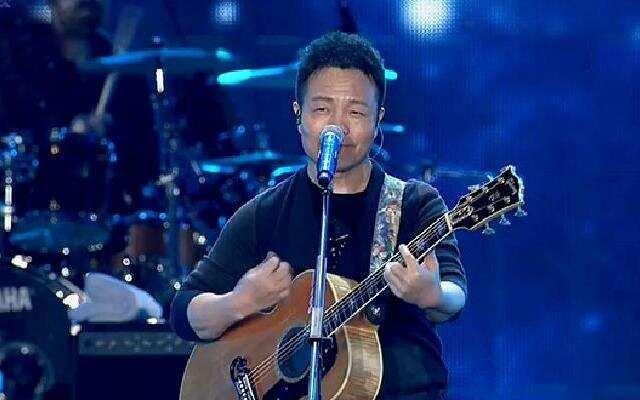 2016浙江卫视跨年演唱会:许巍《曾经的你》《第三极》《蓝莲花》