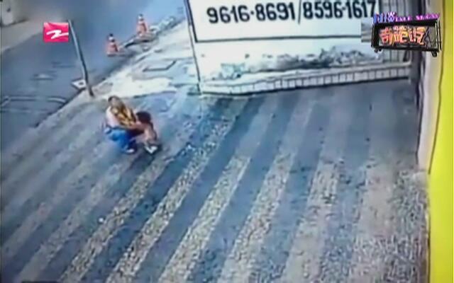 生命奇迹:巴西一岁幼童三楼坠下  毫发无损自行爬起