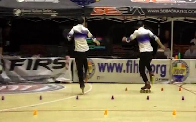 中国天才少年双人轮滑世界夺冠 逆天旋转过桩神同步