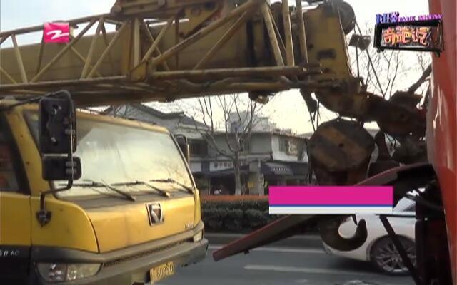 斑马线前  工程车急速追尾公交车