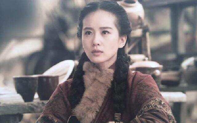 诗诗女王范儿十足 登朝堂舌战群雄