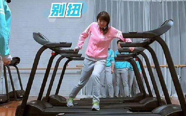 《蜜蜂少女队》少女队苦练平衡大考
