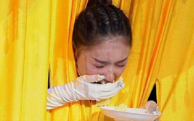 《王牌对王牌》林允遭蛋糕摸脸