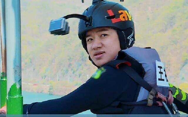 王祖蓝身高超过航拍器