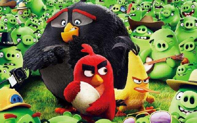 《愤怒的小鸟》终极预告片 小鸟称霸绿茵神还原游戏