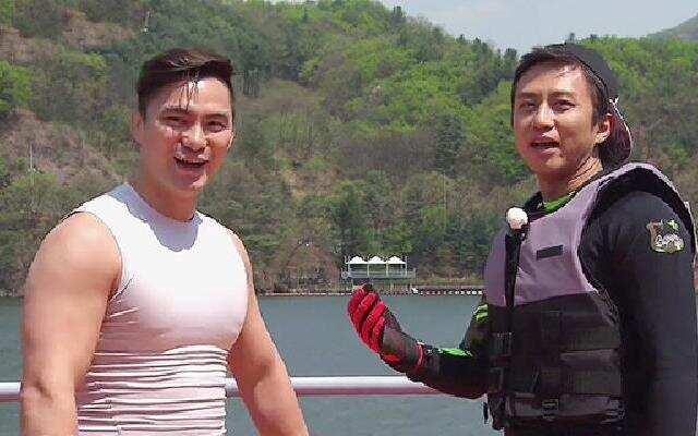第四季《奔跑吧兄弟》未播片段:只准用手!看邓超如何搞定肌肉男