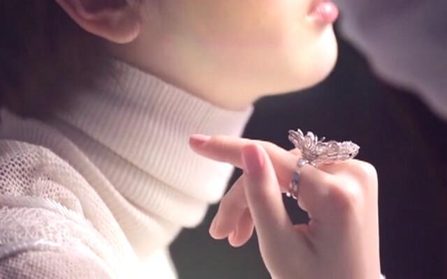 分享一张电影脸 周冬雨广告杂志花絮快剪