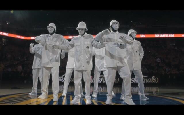 帅炸!假面舞团NBA决赛现场表演