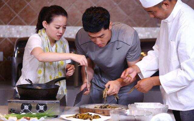 """《熟悉的味道》刘翔拜师学烹饪!声称""""不成功便成仁""""?"""