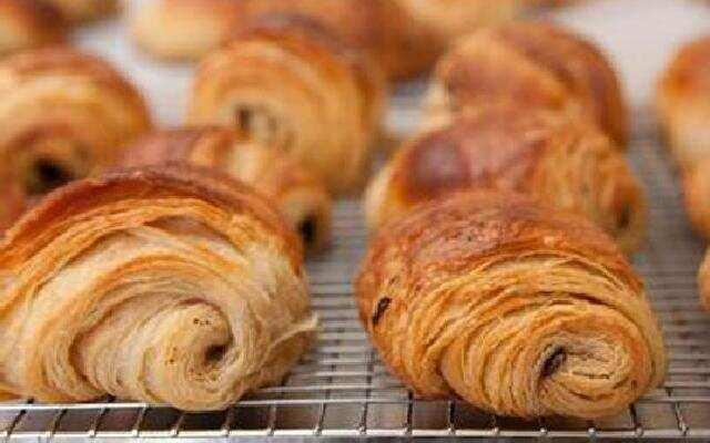四种超简单的起酥面包做法
