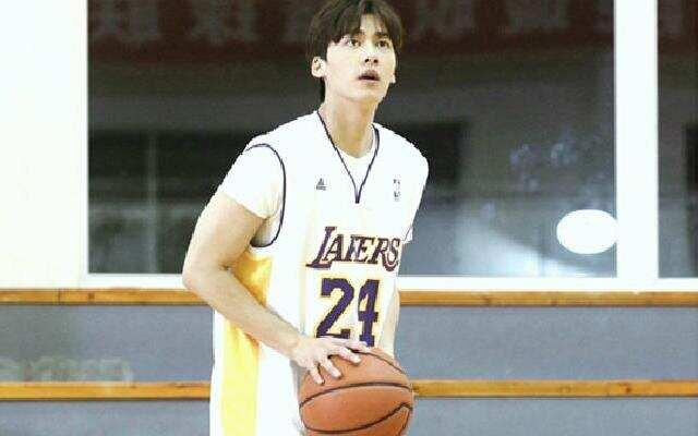 李易峰的篮球水平大公开 百发百中的神投手?