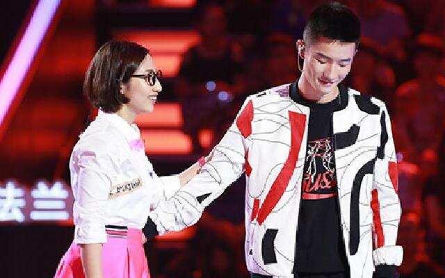 《中国新歌声》:李瑞轩《谢谢侬》VS姚希《青春修炼手册》《听妈妈的话》