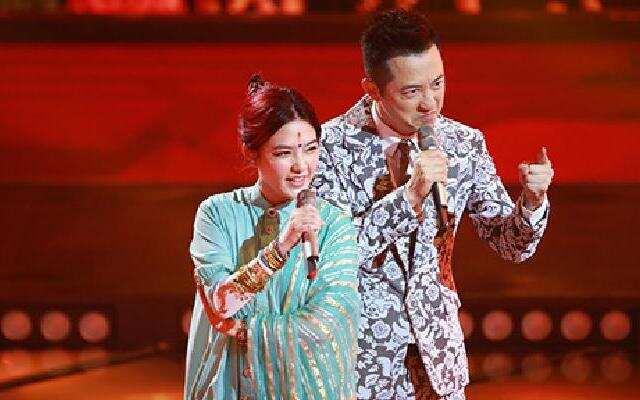 《中国新歌声》:小魔女范晓萱助阵 与哈林合唱《快乐颂》