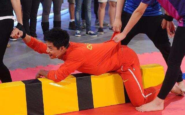 《中国冠军范》苏炳添展示过人弹跳力