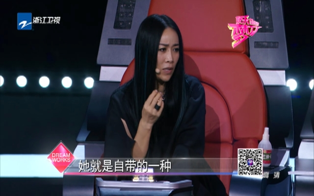 《中国新歌声》龙猫少女周旸对战乖乖女李佩玲