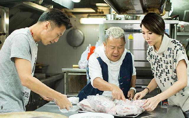 第三季《十二道锋味》霆锋为车沅沅做备孕大补汤 全球雪花猪肉大比拼