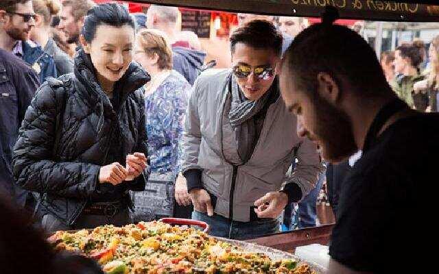 第三季《十二道锋味》:霆锋曼玉开启逛吃模式 寻味伦敦本地集市