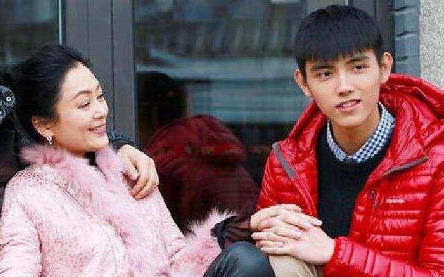 第二季《熟悉的味道》:陈凯歌儿子惊喜现身 陈红激动落泪
