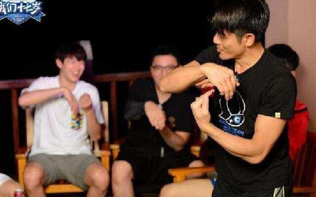 《我们十七岁》节目组半夜被迫学跳舞 最后一夜无人眠