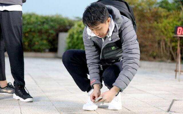 第二季《二十四小时》吴磊用意念撕胶带 韩庚秀杀手锏众人求快进