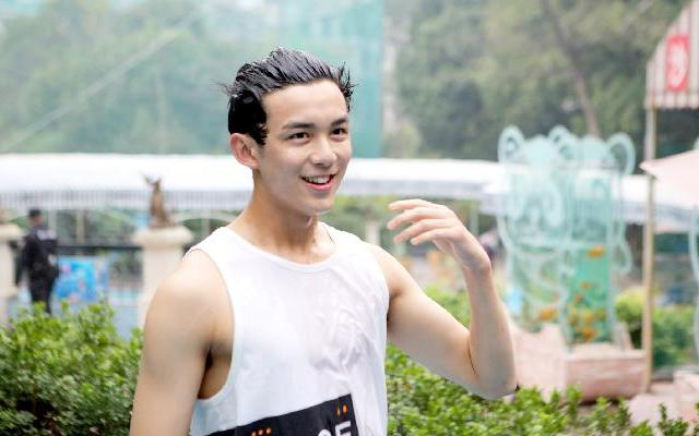 第二季《二十四小时》吴磊为获信物湿身 纯天然颜值逆天