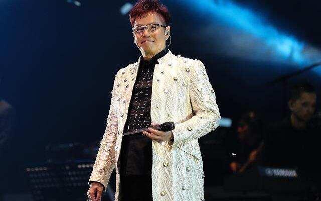蓝朋友报到:谭咏麟封许冠杰是唯一偶像  个唱将穿虎豹纹舞衣