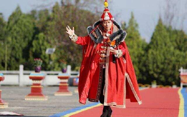 邓超嘲笑皇上时尚最廉价