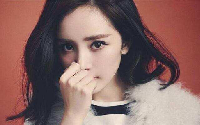 蓝朋友报到:杨幂被爸爸怼:越来越丑像她妈 杨幂的戏不怎么看
