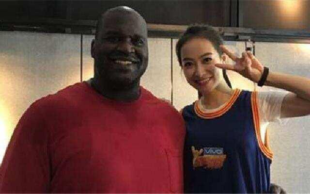 蓝朋友报到:奥尼尔紧搂宋茜腰灿笑:我的新的中国女友