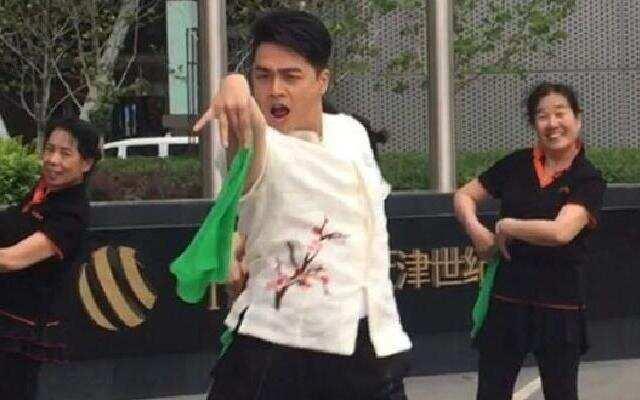 《真星话大冒险》张铁林戴春荣与大妈尬舞 广场舞大妈PK杨迪来势汹汹