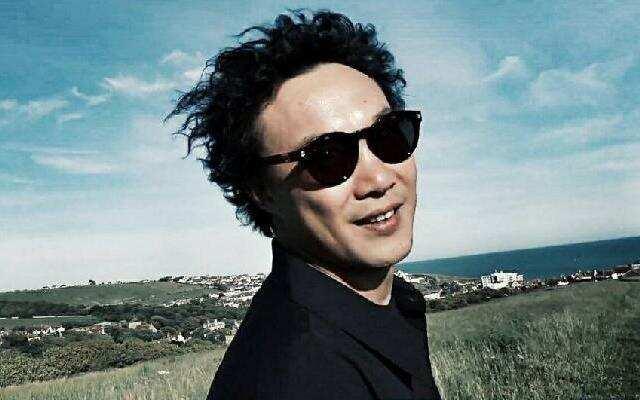 蓝朋友报到:陈奕迅自嘲发型是黑色饭团 表情蠢萌惹人喜爱