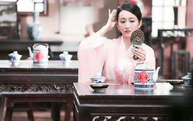 《开心剧乐部》王鸥由演员变服务员 为争取机会粤语报菜