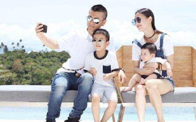 蓝朋友报到:黄圣依罕见晒四口照晒幸福 高调庆与杨子结婚10周年