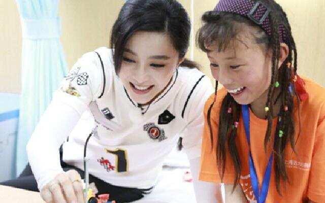 《挑战者联盟3》挑盟家族行动支持公益 看望可爱藏族病童