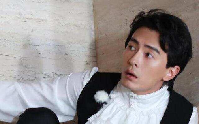 《挑战者联盟》第三季—郑元畅参与皇家教材编辑