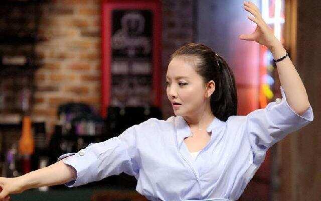 《开心剧乐部》孙茜上演无剧本表演 变身主持人朗读《葫芦娃》