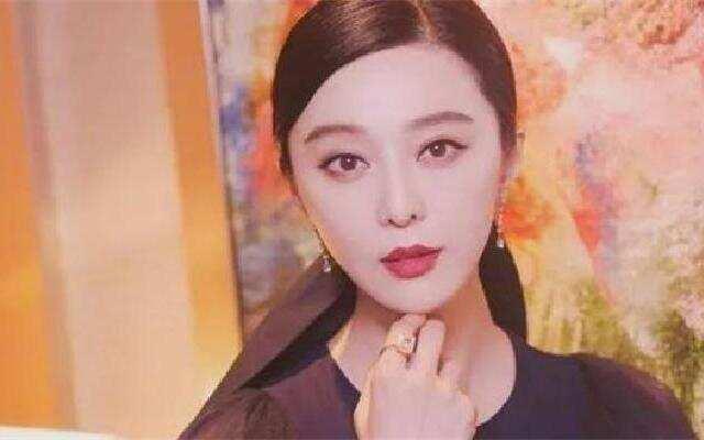 蓝朋友报到:范冰冰带李晨去见初恋情人 还要合影留念