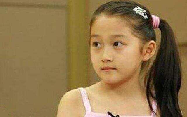 关晓彤十岁接受采访