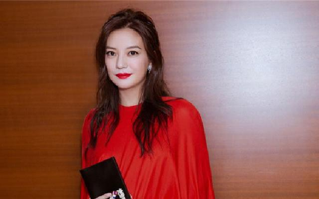 蓝朋友报到:东京电影节开幕 赵薇一袭红裙贵气优雅