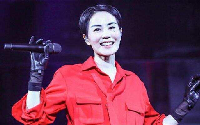 蓝朋友报到:王菲与李荣浩一起唱K 窦靖童在旁边当小粉丝